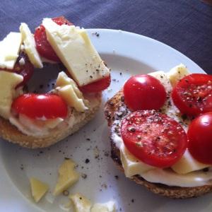 Tomato bagel